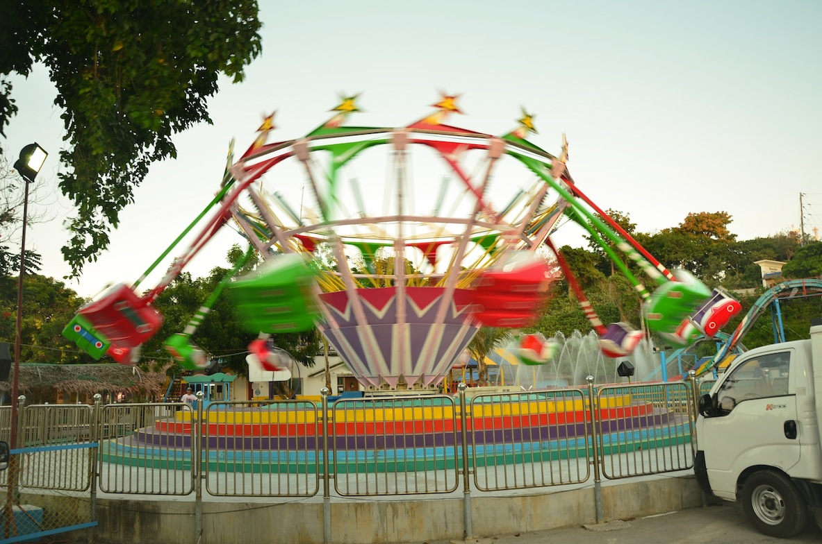 rides in happy dreamland